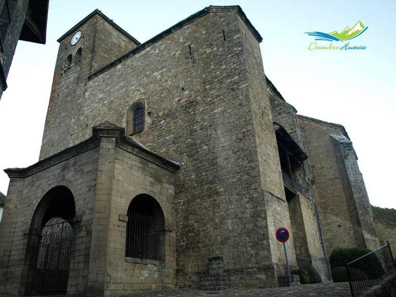 La iglesia de San Pedro, Ansó.