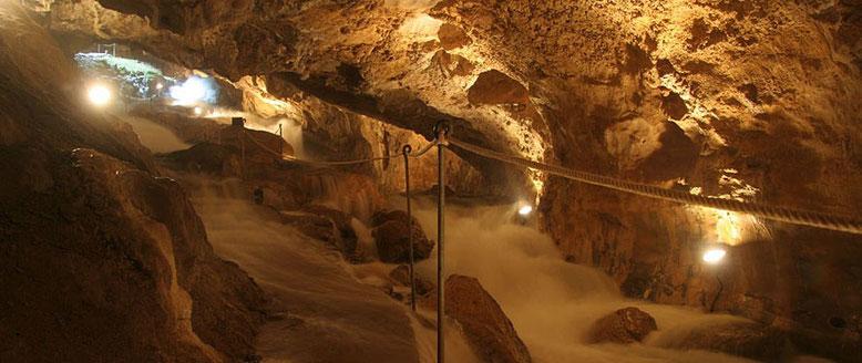 Cueva de las güixas, en Villanúa