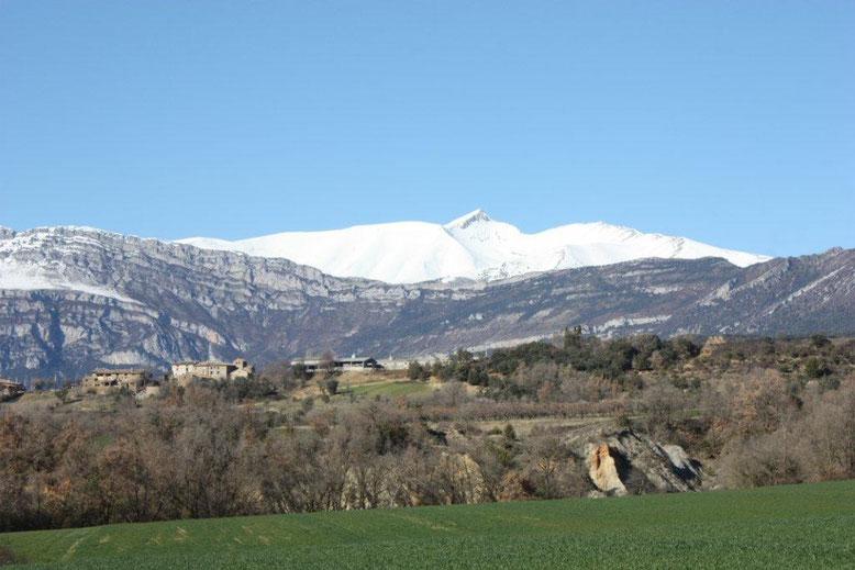 Valle de la Fueva, al fondo, Cotiella.