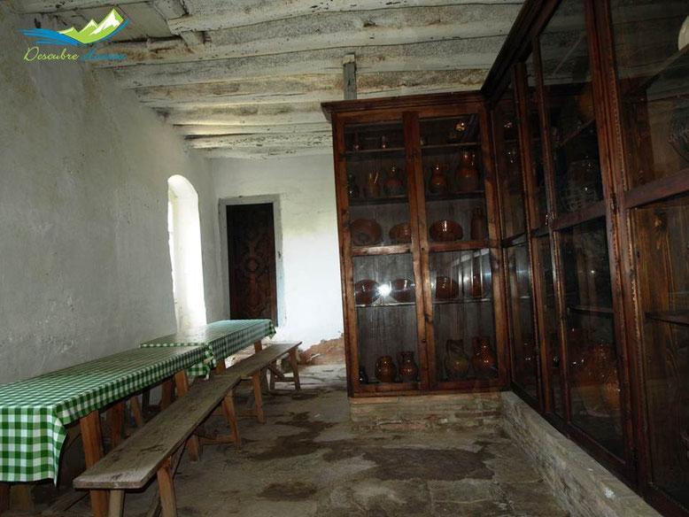 Interior casa del Santero Ermita de la Virgen de la Peña, Aniés.