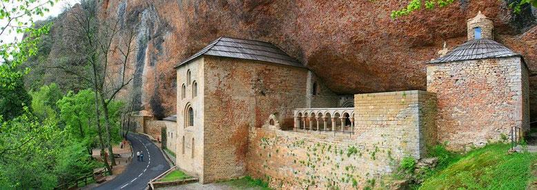 Monasterio viejo de San Juan de la Peña. Foto gracias a Fernando Pisa