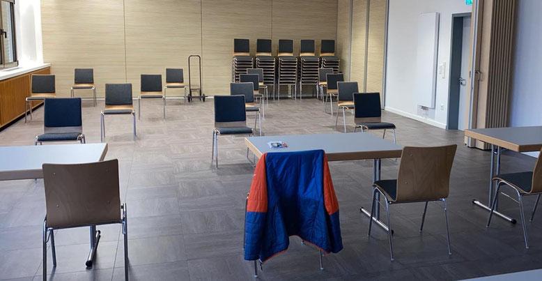 Der noch leere Saal im DGH Waldgirmes
