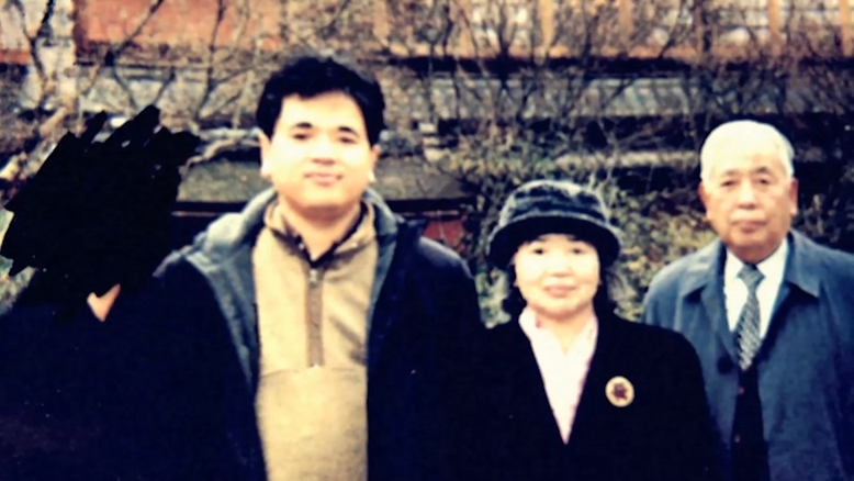 Atsushi Sakahara and his parents