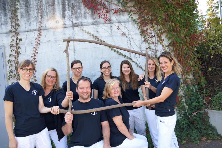 """Mitglieder des Teams im Institut für Physiotherapie """"Zürichsee"""""""