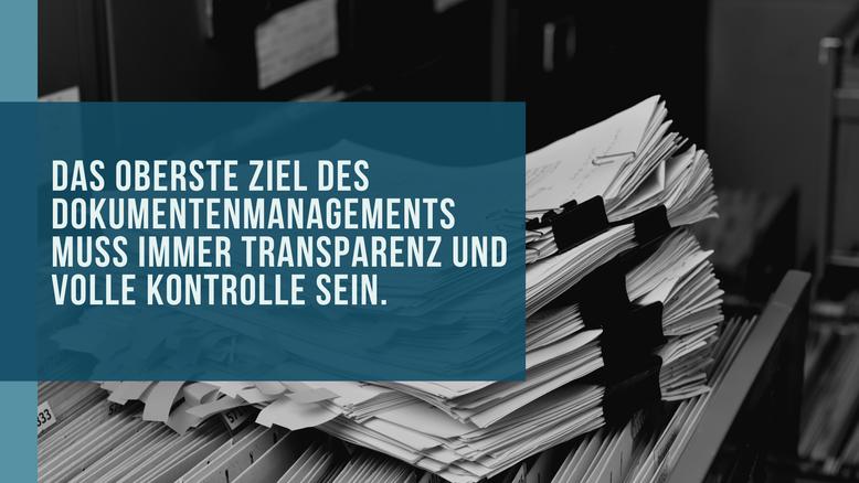 Bild von Akten das von Text überblendet wird: Das oberste Ziel des Dokumentenmanagements muss immer Transparenz und volle Kontrolle sein.