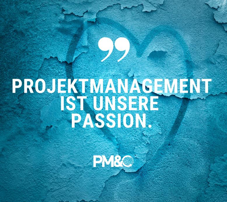 Bild mit Herz und Logo: Projektmanagement ist unsere Passion