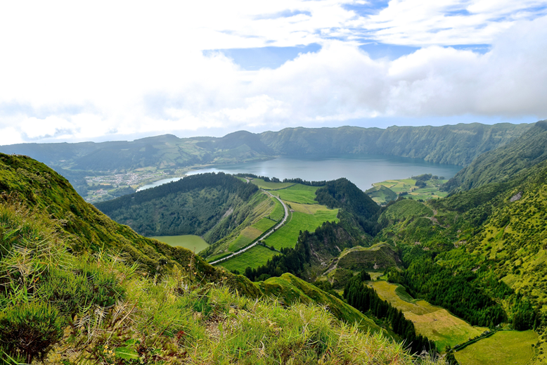 10 Scenic Hikes Around the World - Sete Cidades