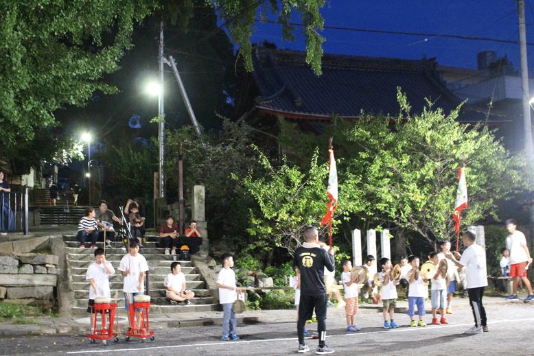 7月下旬、子どもたちが夏休みに入ると稽古も本格化。大徳寺公園にて。