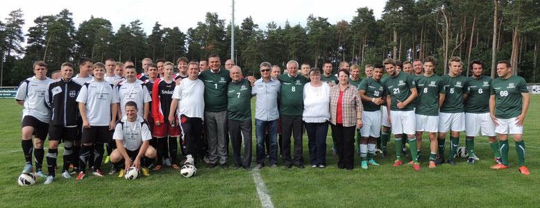 Ein Gruppenfoto zu Beginn des Turnieres