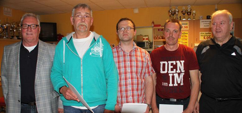 Ehrung: Rolf Hartung, Volker Ebert, Michael Wendt, Detlef Klabunde und Werner Papist.