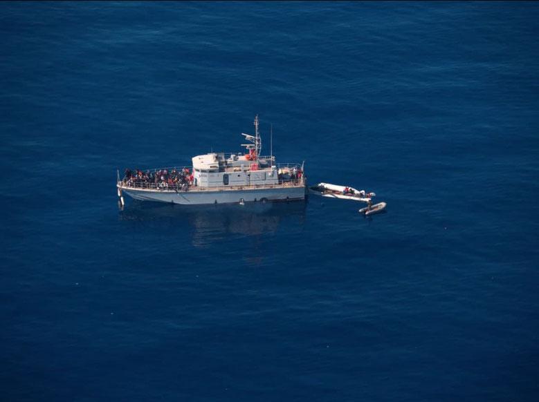 Die Airborne Crew bezeugt einen Pull-Back der sogenannten Libyschen Küstenwache
