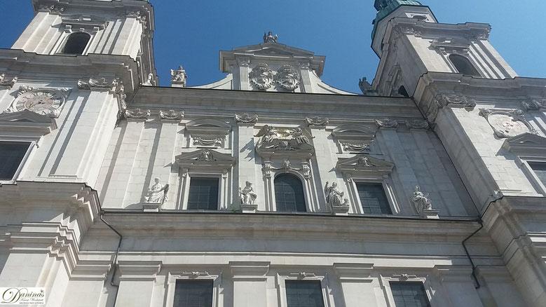 Salzburger Dom - Gibel mit Statuen des Erlösers, der beiden Erbauer und der vier Evantelisten