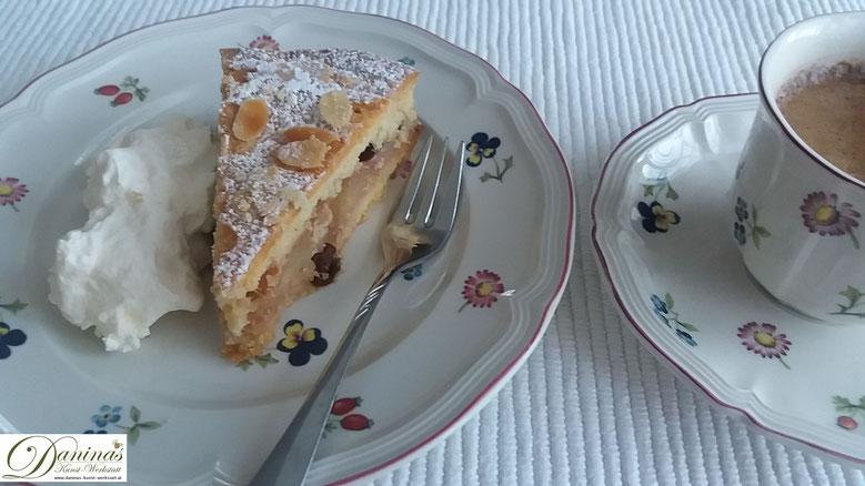 Gedeckter Apfelkuchen Rezept mit Mürbeteig und Mandelblättchen - Konditor Rezept by Daninas Dad.