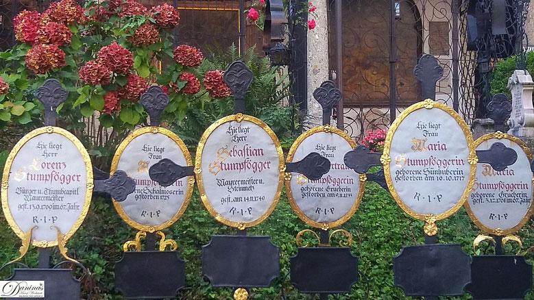 Salzburg - Wunderschöne, alte Grabdenkmäler am Friedhof St. Peter