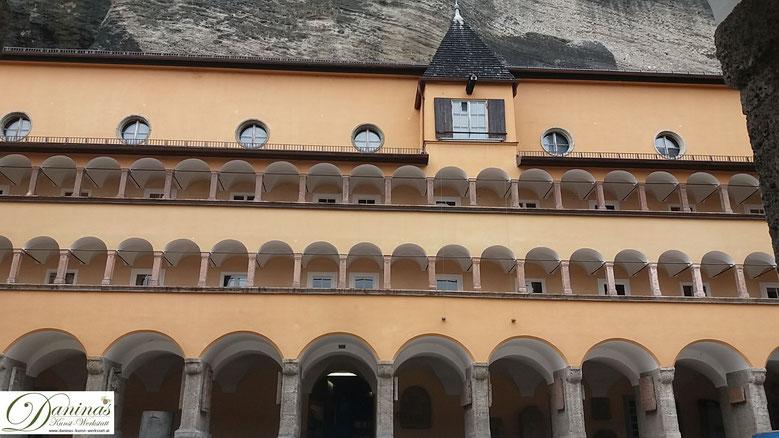 Salzburg Bürgerspital, für den Erhalt des Bürgerspitals und das leibliche Wohl der Kranken sorgten die Salzburger Bürger