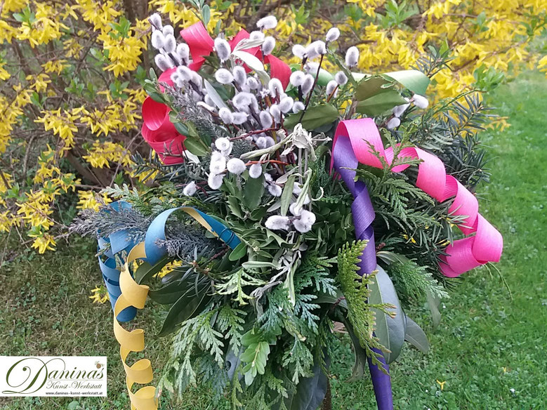 Palmbuschen binden aus Pflanzen mit Schutz- und Symbolwirkung