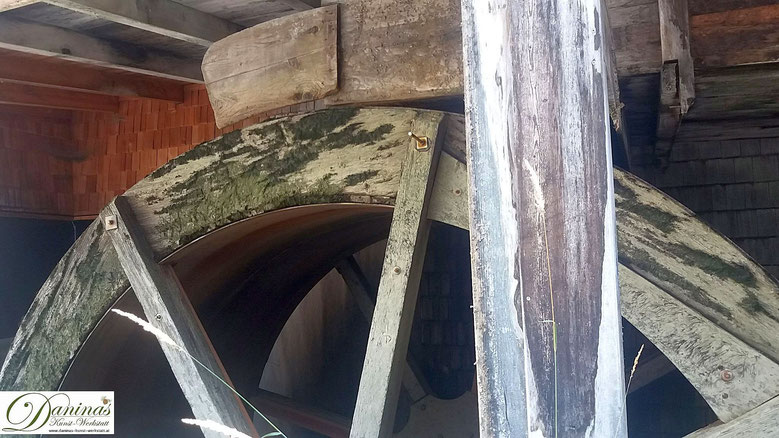 Salzburg, die alte Mühle der Stiftsbäckerei von St. Peter wird mit dem Wasser des Almkanals betrieben