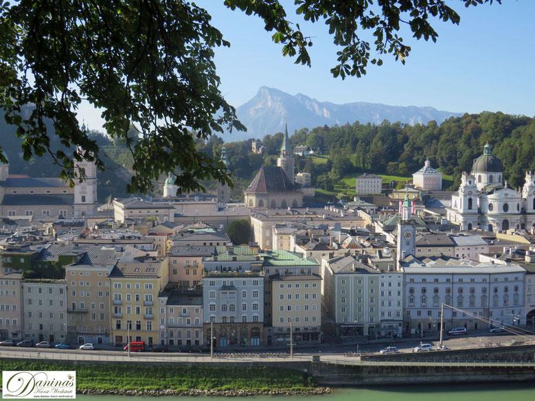 Salzburg Altstadt mit Festung Hohensalzburg und Salzburger Dom - Unesco Weltkulturerbe seit 1996