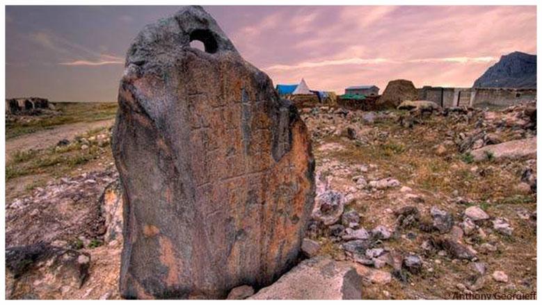 Cerca del Monte Cudi, donde el relato musulmán del diluvio cuenta que encalló el arca de Nuh (el Noé islámico), monolitos horadados, según algunos investigadores, serían las anclas del arca de Noé.