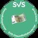 grünes Logo der Sozialversicherung der Selbständigen mit einem Bild eines 100-Euro-Schein in der Mitte des Logos