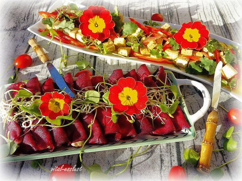 Rote Beete Carpaccio mit Blüten und veganer Feta-Käse
