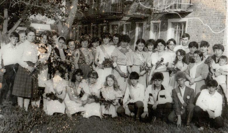 1987 год. Выпускной вечер в 9 классе. Классный руководитель Попова Светлана Викторовна