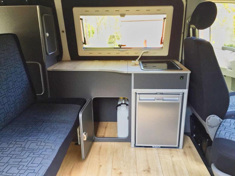 Küche im VW Bus innen