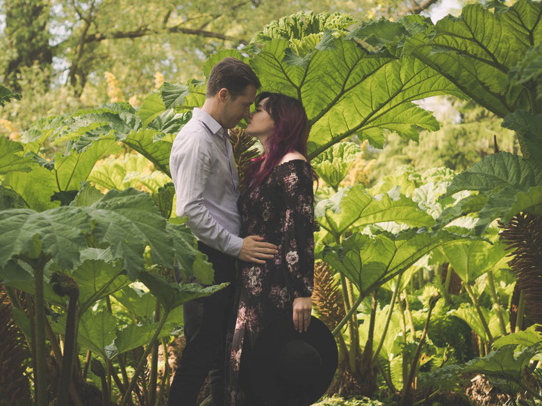 Couple photography edinburgh botanic garden
