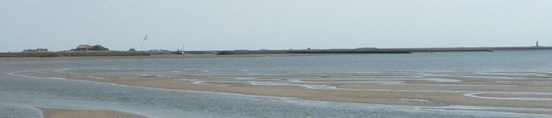 ILEF-Zufahrt bei Niedrigwasser, ein Kielschwerter liegt am Versorgerkai
