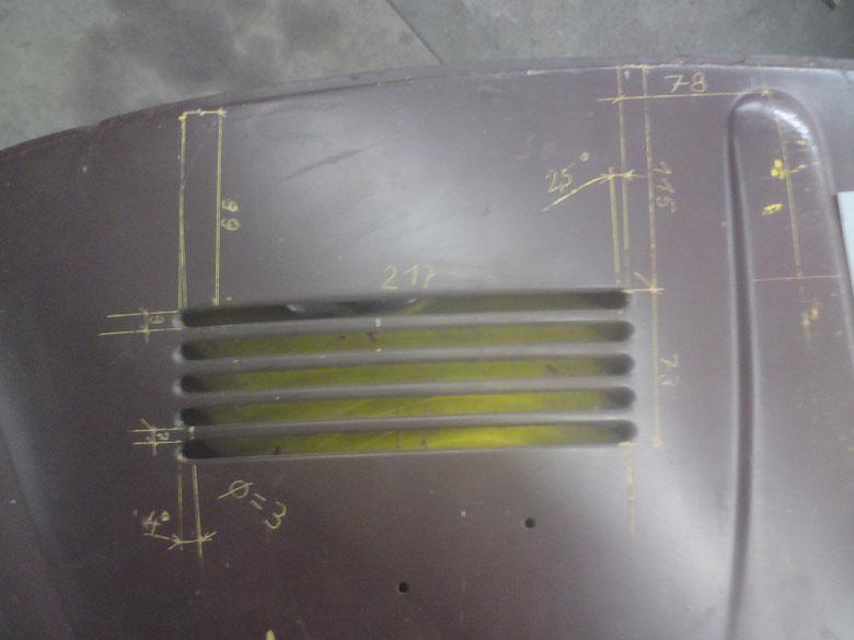 Bild 1 - Cabriohaube Baujahr 66, Schlitzpaket links, bemaßt. Sorry für die Überschneidung der Maßlinien von  78 und 115!! Das ging nicht besser wegen der Rundung der Haubenkante!