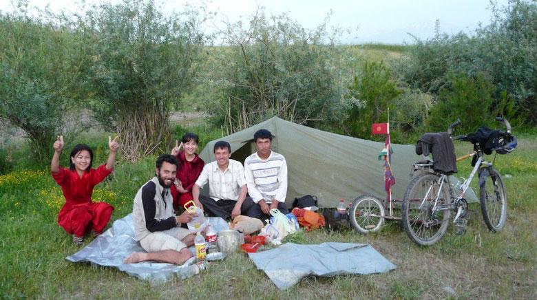 Lors du dernier camping avant d'arriver a Tashkent en compagnie de nos voisins ouzbeks
