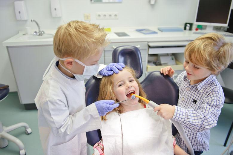 bambini dal dentista, visita dal dentista dei bambini