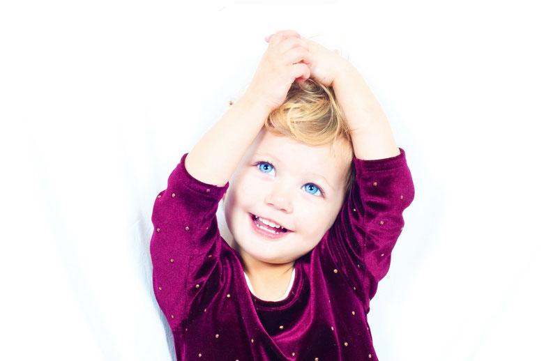 bambina con denti sani