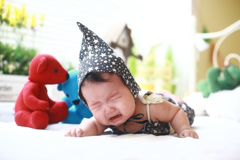 bambino che piange perchè stanno crescendo i denti nuovi