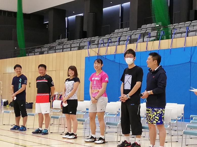 右から)YONEX・尾形さん.橋村さん.佐藤冴香選手.荒舘さん:B-STYLE・井上社長.西田優貴