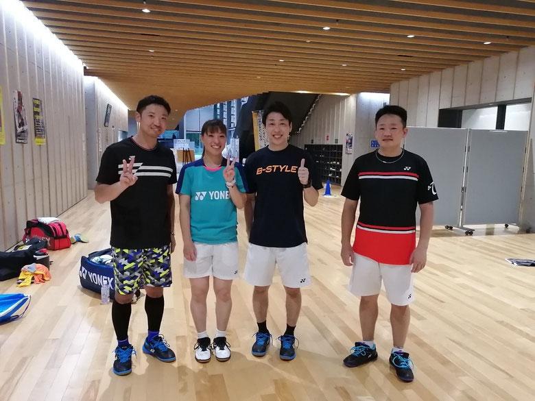 左から)西田・今別府香里・岡安店長・井上社長