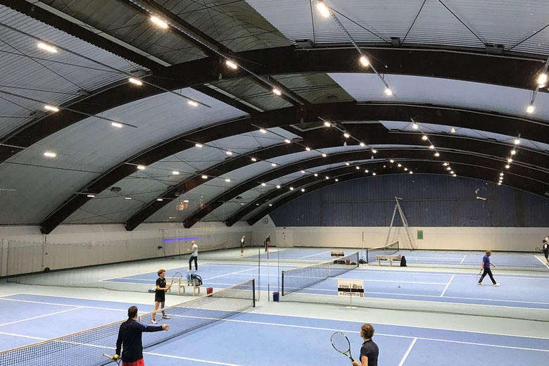 THCAB Tennishalle mit LED Beleuchtung