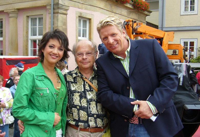 """Madeleine Wehle, Ludger Abeln und ich nach der """"Aktuellen Schaubude"""" in Bückeburg am 11. Juli 2008"""