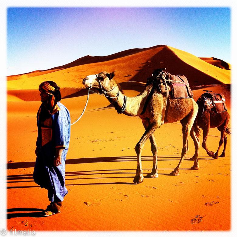 Misma estampa distinto trabajo, esperando turistas. Merzouga. Marruecos.