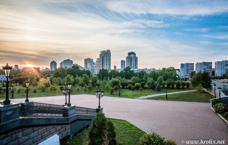 Панорама закатного города. Вид от храма.