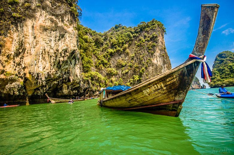 Но мне, например, больше по душе вот этот кадр с аутентичной лодкой. Смотрите, какой нос :)
