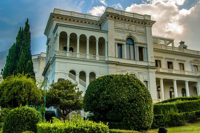 Здание Ливадийского дворца