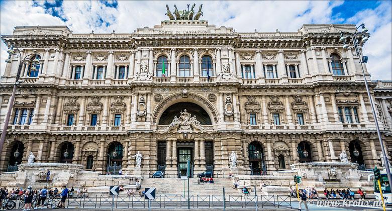 Римский Дворец Правосудия в стиле позднего ренессанса и барокко (построен на стыке 19 и 20 вв.)