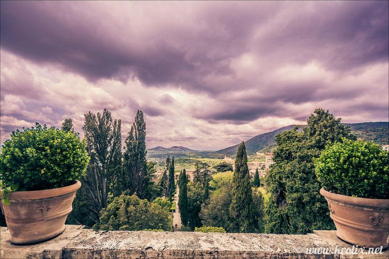 Вид от дворца на сад и долину
