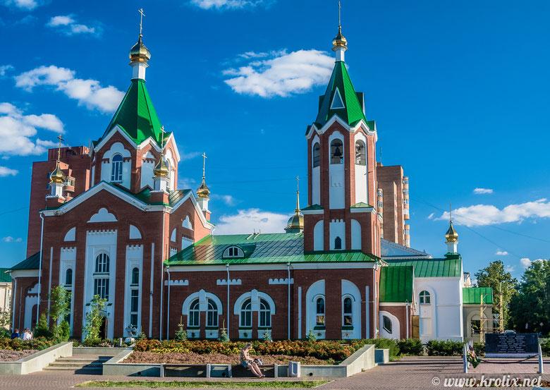 Глазовский кафедральный собор на пл. Свободы был облицован, казалось, прямо перед моим приездом