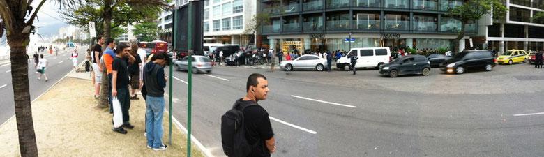 Fans vor dem Hotel Fasano in Ipanema