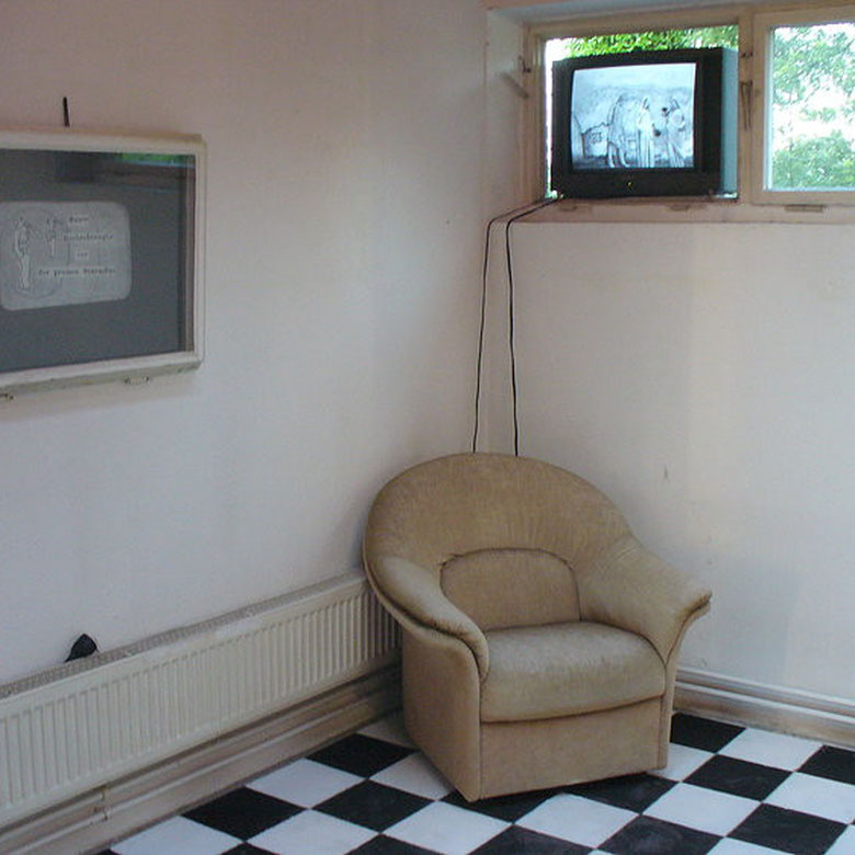 """""""Bunte Beobachtungen vor der großen Sturmflut"""", Installation mit Trickfilm, im Rahmen von """"Zeigen5"""", Freie Kunstakademie Nürtingen, 2010"""