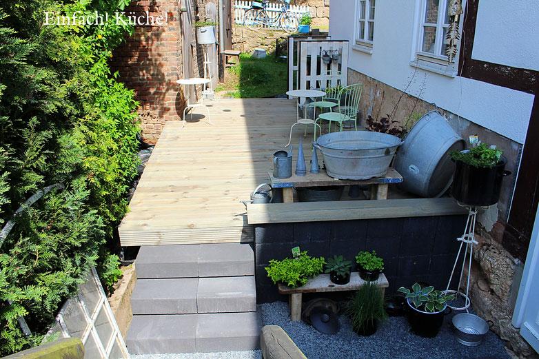 die Terrasse im Sommer