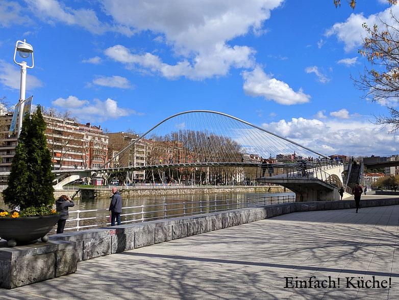 Einfach! Küche! Bilbao, Spanien - Kanal am GuggenheimMuseum