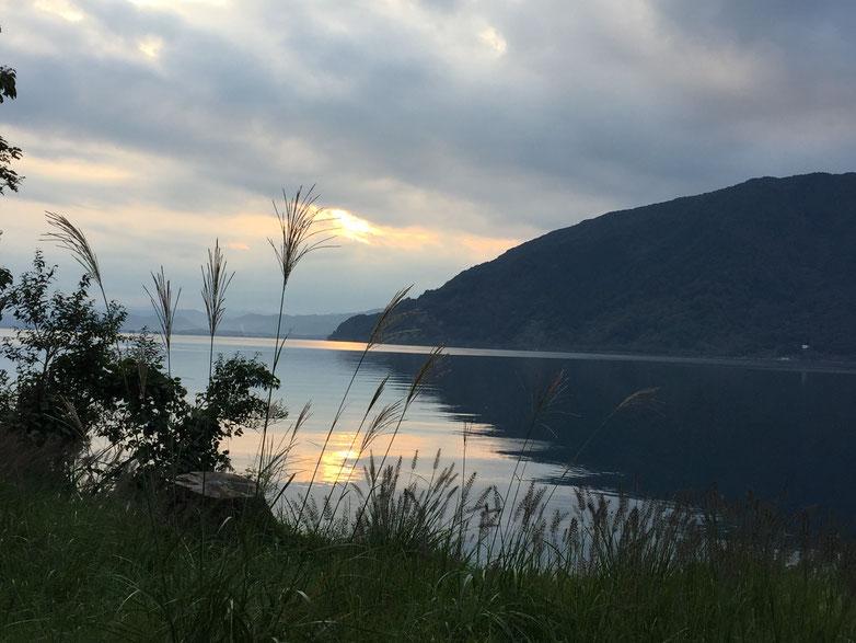 琵琶湖畔の夕暮れ